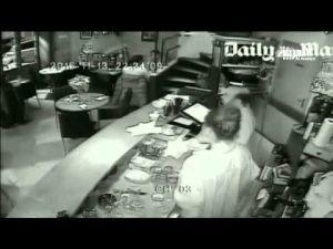 بث أول فيديو يظهر لحظة الهجوم على مقهى في باريس