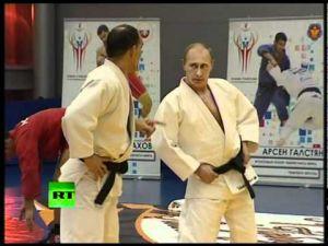 الرئيس الروسي فلاديمير بوتين يحصل على درجة '8 دان' في الكاراتيه