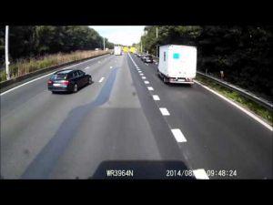سائقة سيارة خفيفة تنجو بأعجوبة من حادثة سير خطيرة ببلجيكا