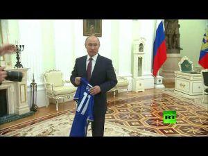 بوتين يتلقى هدية مميزة من رئيس