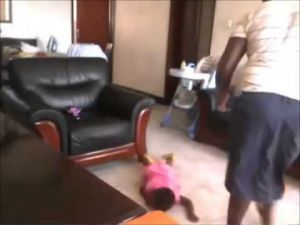 خادمة تعذب طفلة ووالدها ينتقم