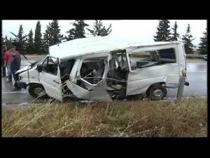 حادث اصطدام سبارة وحافلة للنقل الحضري بضواحي مكناس