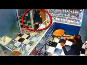 فيديو لعملية سطو مسلح على محل لبيع الهواتف بحي الرياض بمكناس