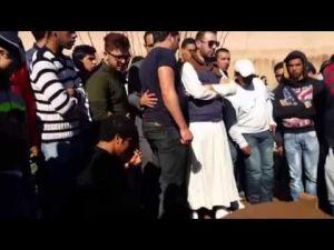 لحظات مؤثرة لنجوم الفكاهة المغربية أمام قبر تيكوتا