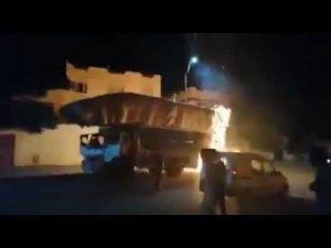 صفرو: حريق يلتهم حملولة شاحنة من التبن وردة فعل جنونية من سائقها