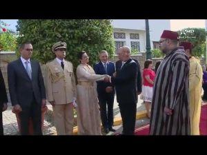 لقطات طريفة للرئيس البرتغالي و الملك محمد السادس أثناء السلام على الوفد المغربي المستقبل له