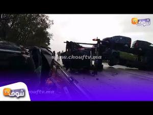 انقلاب شاحنة حاملة للسيارات بطنجة