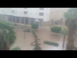 الأمطار تغرق مكناس وسط ذهول الساكنة