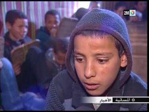 أطفال نواحي ميدلت يحرصون على حضور حصص تعليم القرآن بالمسيد رغم قساوة البرد - YouTube