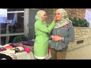 ردة فعل فتيات غير مسلمات لحظة إرتدائهن الحجاب