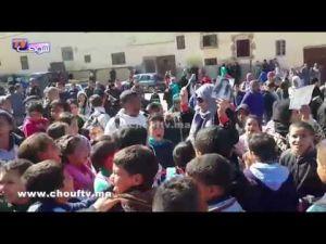 أسرة وزملاء التميذة هبة يحتجون أمام باب مؤسستها