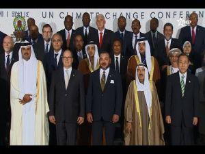 لحظة التقاط صورة تذكارية للملك محمد السادس مع قادة ورؤساء الدول المشاركة في مؤتمر