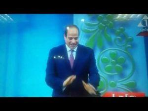 السيسي يكرم مغربيين من حفظة القرآن