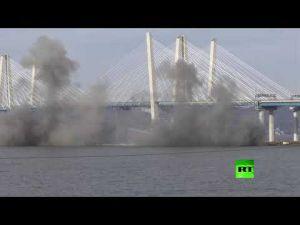 شاهد: لحظة تفجير جسر تاريخي في نيويورك