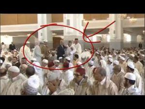 اعتقال مشتبه به مجهول بصلاة الجمعة بالقرب من الملك محمد السادس