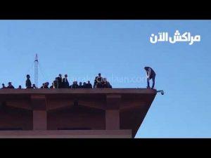 شاهد البوليسي اللي بغا ينتاحر من فوق ولاية أمن مراكش