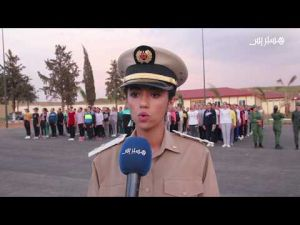 حلاقة الشعر وتوزيع الملابس العسكرية.. شاهد كيف تم استقبال أول فوج للمجندين المقبولين بثكنة الحاجب