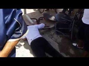 بالفيديو...إصابة نادل مقهى في حادث انحراف سيارة بمكناس