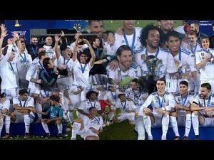 هكذا احتفل المغربي أشرف حكيمي مع رونالدو وابنه ولاعبي ريال مدريد باللقب العالمي
