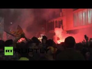 آلاف الإسبانيين يحتفلون بفوز فريق برشلونة بلقب الليغا