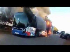 فيديو : حريق يلتهم حافلة نقل تربط بين بالدخيسة ومكناس