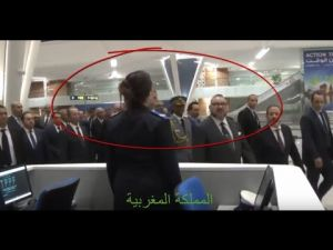 محمد السادس يدشن مطار مراكش مفخرة المغرب ..ويلقي السلام على شرطية بصوت مرتفع