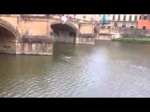 مهاجر سري مغربي يإيطاليا أنقذ سائح فرنسي من الغرق